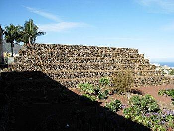 Pyramids Guimar1
