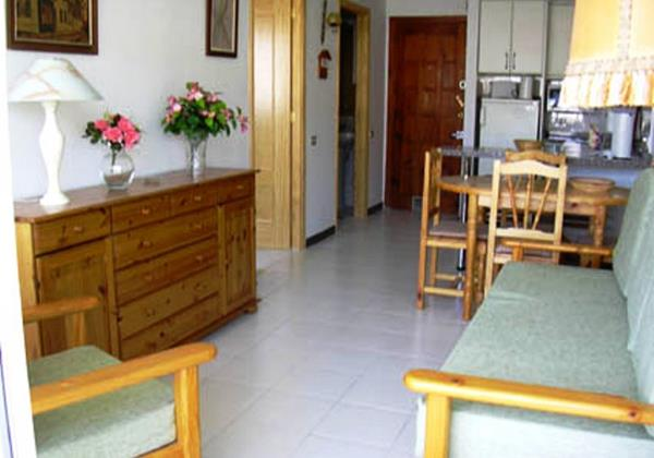 B806 Living Room