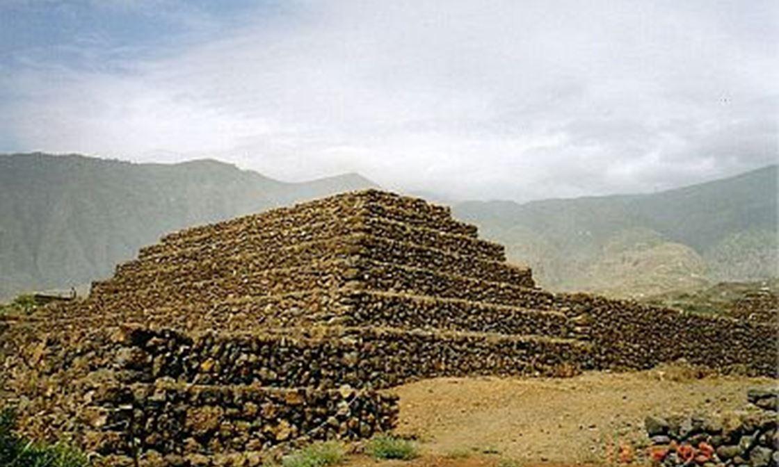 Pyramids Guimar3